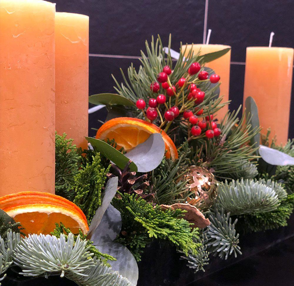 Adventsfries mit gelben Kerzen