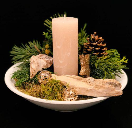 Adventsgesteck mit Kerze