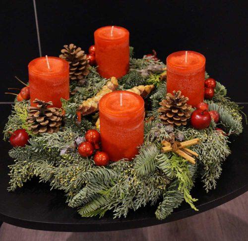 Frischer Adventkranz mit roten Kerzen online kaufen